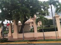 """this is considered the """"White House"""" of DR. Here lives the president alongside some governmental offices. Esto es considerado la """"Casa Blanca"""" en RD. Aqui vive el presidente y hay unas oficinas gubernamentales."""